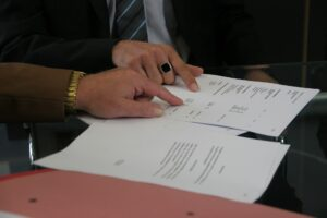 ¿Qué sucede con los contratos suscritos cuando una empresa es declarada en concurso?