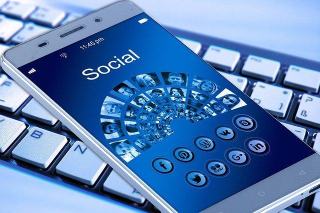 Los despachos de abogados en Internet: redes sociales